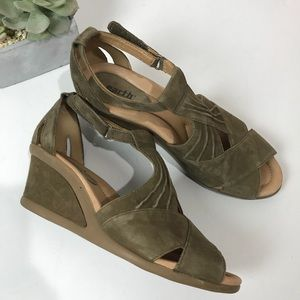 Earth Curvet Comfortable Leather Wedge Sandals 9